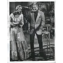 1975 Press Photo Dick Van Dyke with his Daughter
