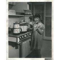 1936 Press Photo Paddy O Day Jane Withers Cooking