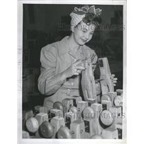 1943 Press Photo Jane Withers Fathers Woodworking Plant