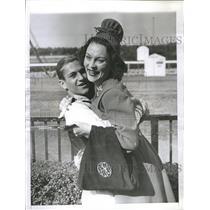 1941 Press Photo Mrs Albert Sabath Racegives JockeyVedd
