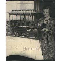 1930 Press Photo Virginia Hapeman Inspects Working Mode - RRR81813