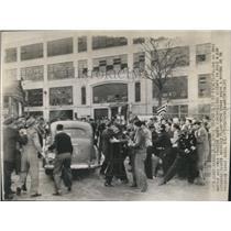 1943 Press Photo Police go into action
