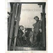 1942 Press Photo Telephone Workers