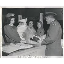 1962 Press Photo Port Receptionist Aides Guerrero Famil - RRR21169