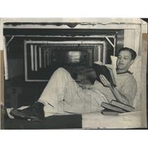 1938 Press Photo Donald Vaughn Reading