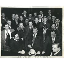 1937 Press Photo Cab Strikers Policemen Restaurant
