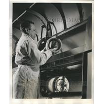 Press Photo Chemicals Research Laboratory rubber