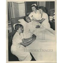 1949 Press Photo Bette Weber Harriet overlie Nurse