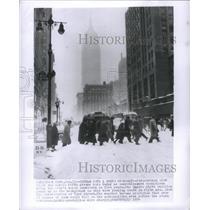 1954 Press Photo Snow Storm People Building Pedestrains