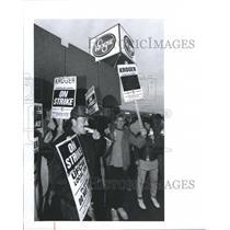 1992 Press Photo Kroger empleyees on strike