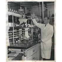 1948 Press Photo Lederle Lab Division New Drug Duggar - RRR77763