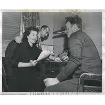 1952 Press Photo Crane Co Employees Set Up Credit Union