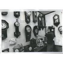 1977 Press Photo Crestwood Clock Laningo Karen Cuckoo