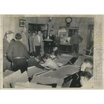 1944 Press Photo Refugee Injured Ship Aid Station Dead - RRR93447