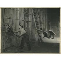 1939 Press Photo Workers Help Incinerate Garbage