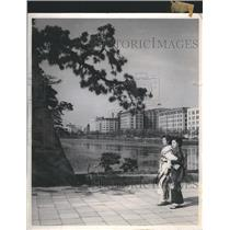 1978 Press Photo Japanese Girls-Imperial Palace Moat