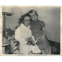 1948 Press Photo Hotel Sherman Baby Sitter