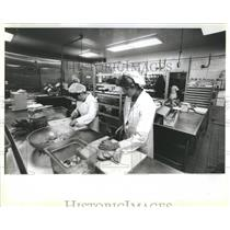 Press Photo Restaurant Employees O'Hare Airport - RRR21475