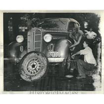 1937 Press Photo Vandals Puncture Tires Parked Cars - RRR30805