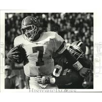1991 Press Photo Broncos quarterback John Elway sacked by Browns' James Jones