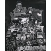 1954 Press Photo A survival kit recommended by Milwaukee civil defense officials