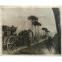 1928 Press Photo Sicilians fleeing lava flow of Mount Etna eruption - nez25136