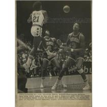 1976 Press Photo Dave Bing of the Washington Bullets Threw A Long Pass
