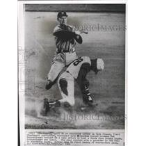 1960 Press Photo Red Schoendienst, Braves 2nd Baseman, Makes a Double Play