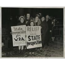1939 Press Photo Trenton NJ Workers Alliance Pickets Besiege State House TNJ