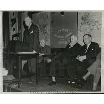 1939 Press Photo New York Rolf Christensen addresses Norwegian Cadets NYC