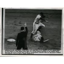 1954 Press Photo Dodger Don Hoak out vs Giants Whitey Lockman - nes36355