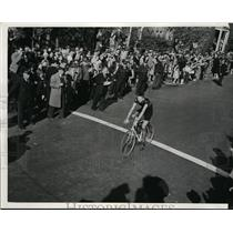1973 Press Photo EJ Karpus, Deschamps cycle club 65 mile race Elgin to Chicago