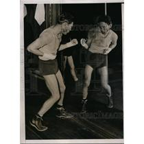 1936 Press Photo Claude Varney trains for bout vs Mike Belloise in NYC gym