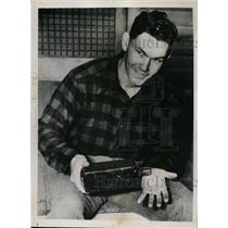 1939 Press Photo Buddy Lewis Senators 3rd baseman at his home in Gastonia NC