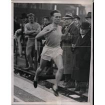 1936 Press Photo John Wilson of Columbia wins 2 mile run in Philadelphia