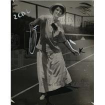 1914 Press Photo Miss Daisy Uphan playing tennis - nef41674