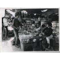 1966 Press Photo In Da Nang, South Vietnam, Black Market Stalls For US Troops