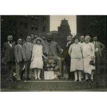 1927 Press Photo TL Johnson Assn officers put wreath on Mayor Tom Johnson statue
