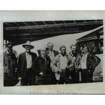 1934 Press Photo Group of explorers repair their plane after it crashed