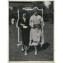 1933 Press Photo Dorothy Fell, Philip Iglehart at Belmont Park Racetrack