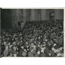 1941 Press Photo Crowd Watching Red Cross Demonstration in Washington, D.C.