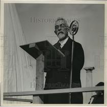 1934 Press Photo Publisher, William George Bruce speaking at an unveiling