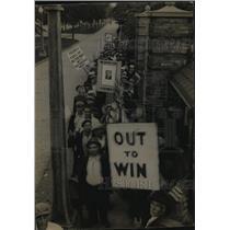 1934 Press Photo Picketing in front of Kohler plant in Wisconsin - mjx21938