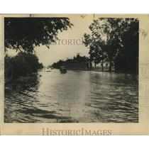 1948 Press Photo Flooding on the Algiers-Gretna Highway - nox00768