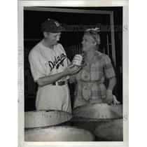 1943 Press Photo Dodgers' Dixie Walker and City Councilwoman Mrs. Rita Casey