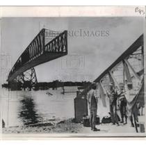 1968 Press Photo Viet-Cong Destroyed Ben Luc Bridge Near Saigon with Mine
