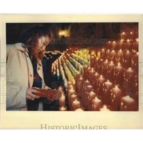 1990 Press Photo Montserrat, Spain Visitor LightingVotive  Candles - fux00235