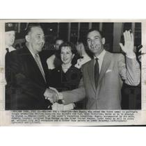 1953 Press Photo Ben Hogan Waves as he is Greeted by Grover A Whalen & Wife Val