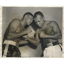 1957 Press Photo Willie Vaughn vs Ralph Tiger Jones for a bout - lfx00489