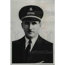1938 Press Photo Elmer Van Sickle American Airlines Pilot - nef40142